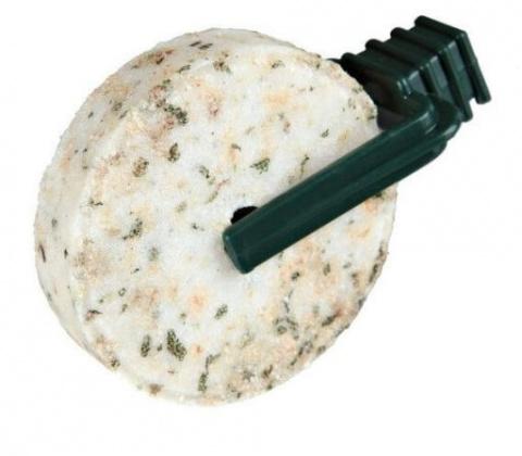 Минеральный камень для грызунов - Trixie соляной камень с зеленью, 2*60 g title=