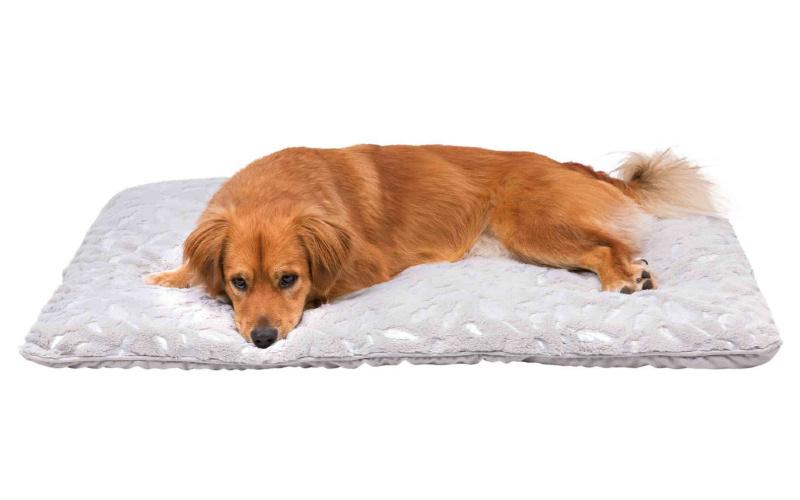 Guļvieta suņiem – TRIXIE Feather Blanket, 100 x 70 cm, Grey/Silver