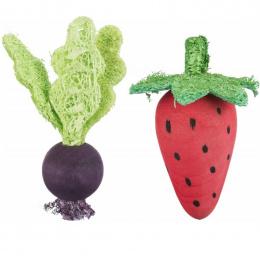 Rotaļlieta grauzējiem – Trixie, Set of strawberry and beetroot, wood and loofah, 6/9 cm